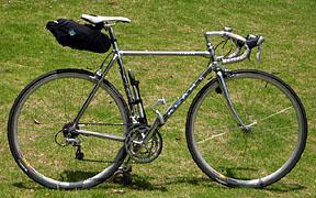 自転車の 自転車 フレームバッグ 大容量 : 大容量サドルバッグと立ち転け ...
