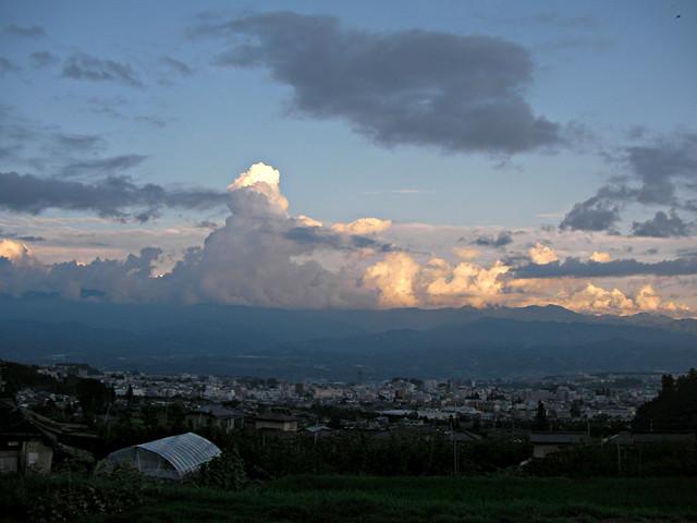 夏の夕、飯田盆地を眺む