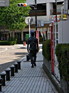 横須賀基地前の通り