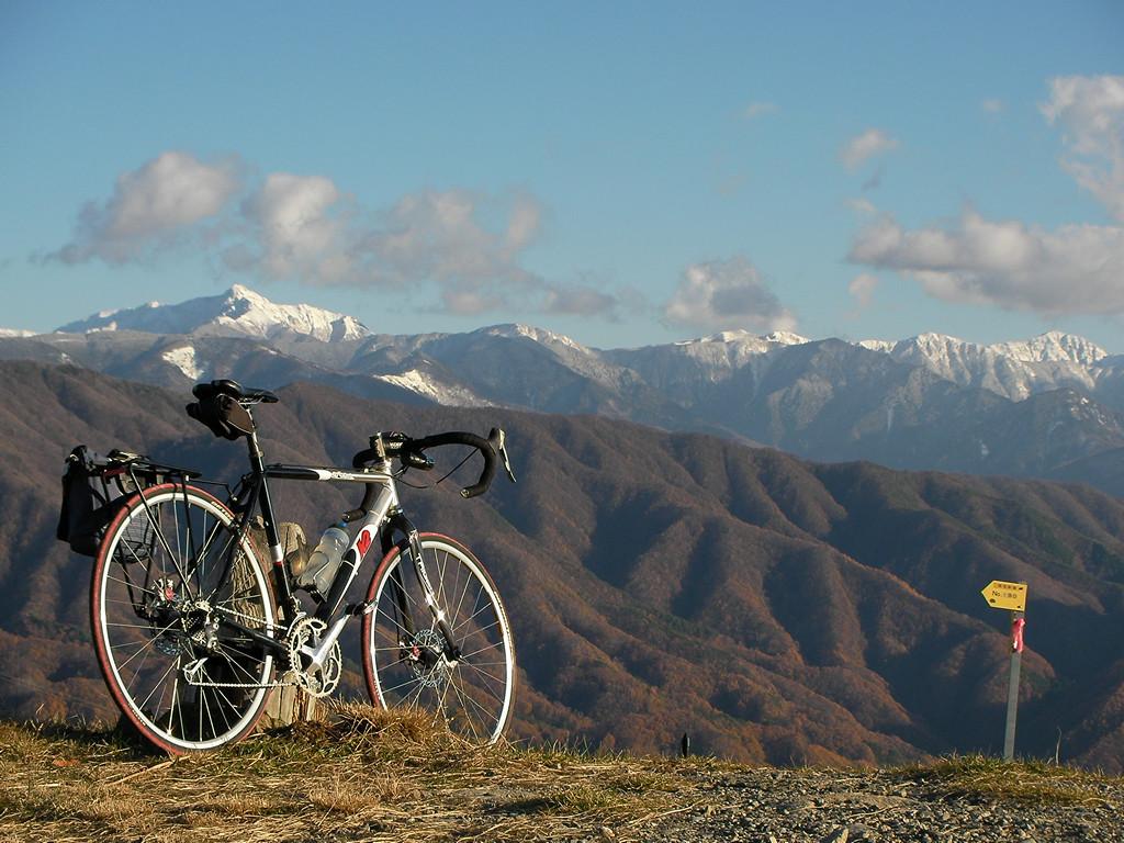 陣馬形山から塩見岳、荒川岳、赤石岳を望む