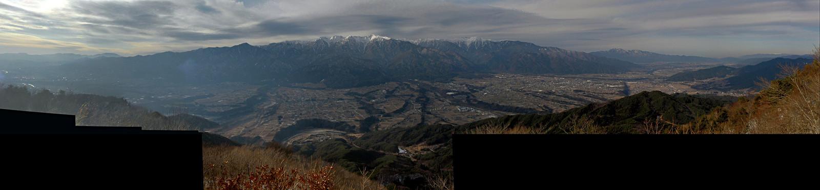 2014年1月3日14時、中川村陣馬形山からの中央アルプスと伊那谷