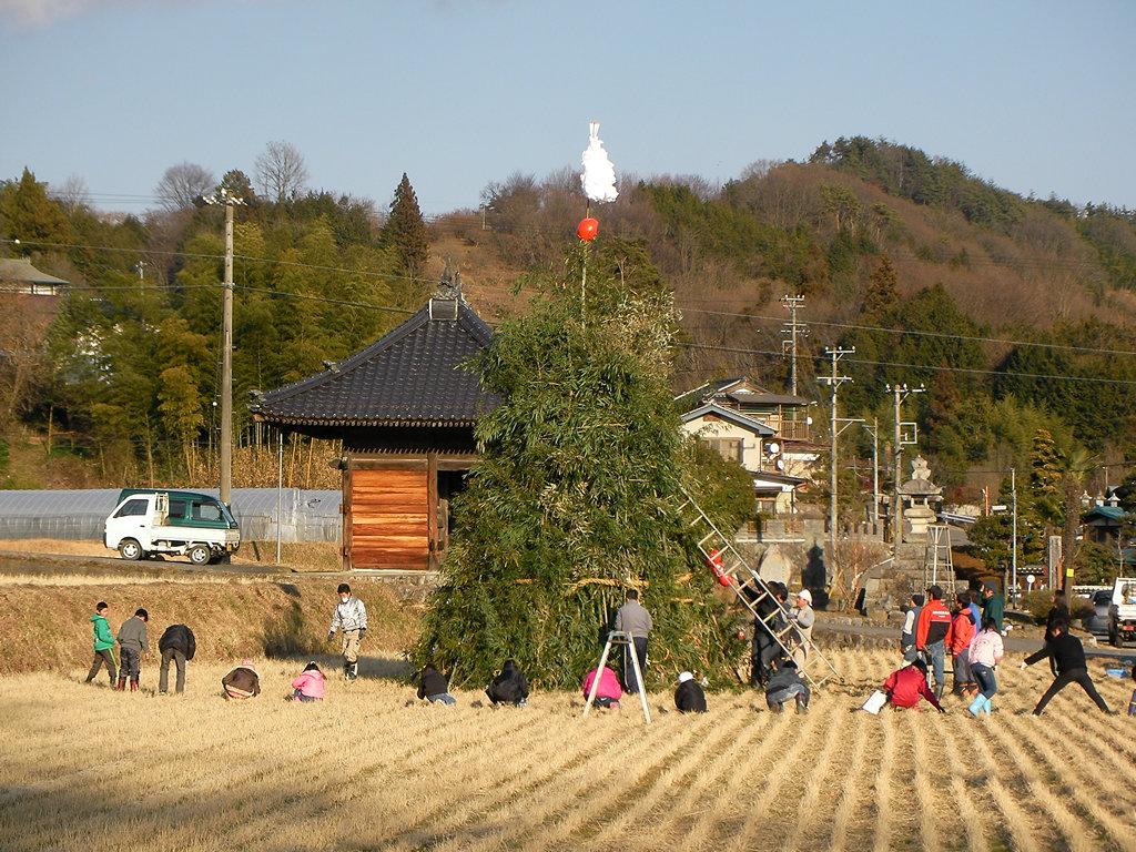 長野県飯田市三穂地区立石のどんど焼きおんべ作り