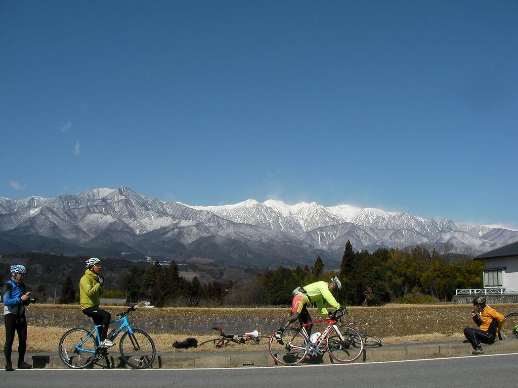 南駒ケ岳とサイクリストたち