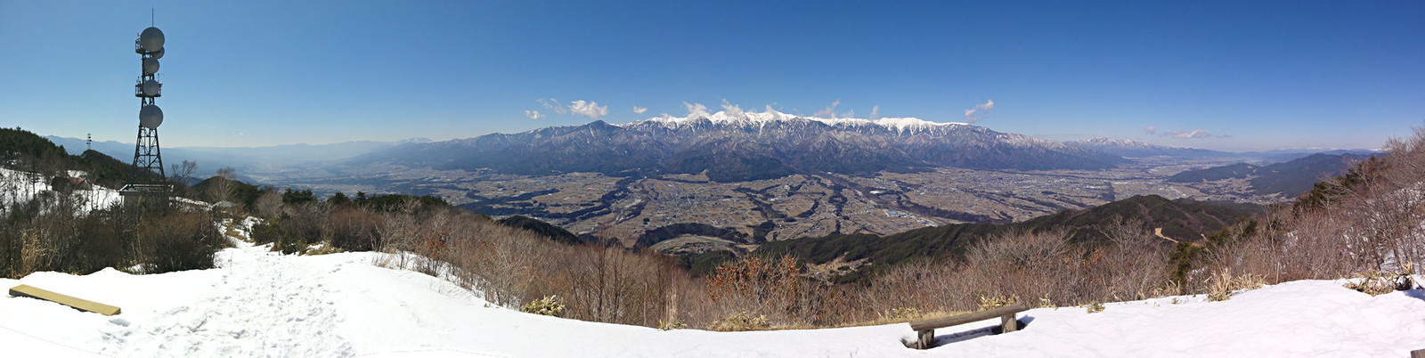2014年3月15日「陣馬形山山頂から中央アルプスと伊那谷を望む」