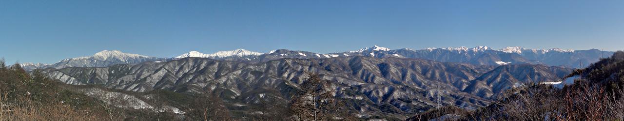 陣馬形山から眺める冬の南アルプス