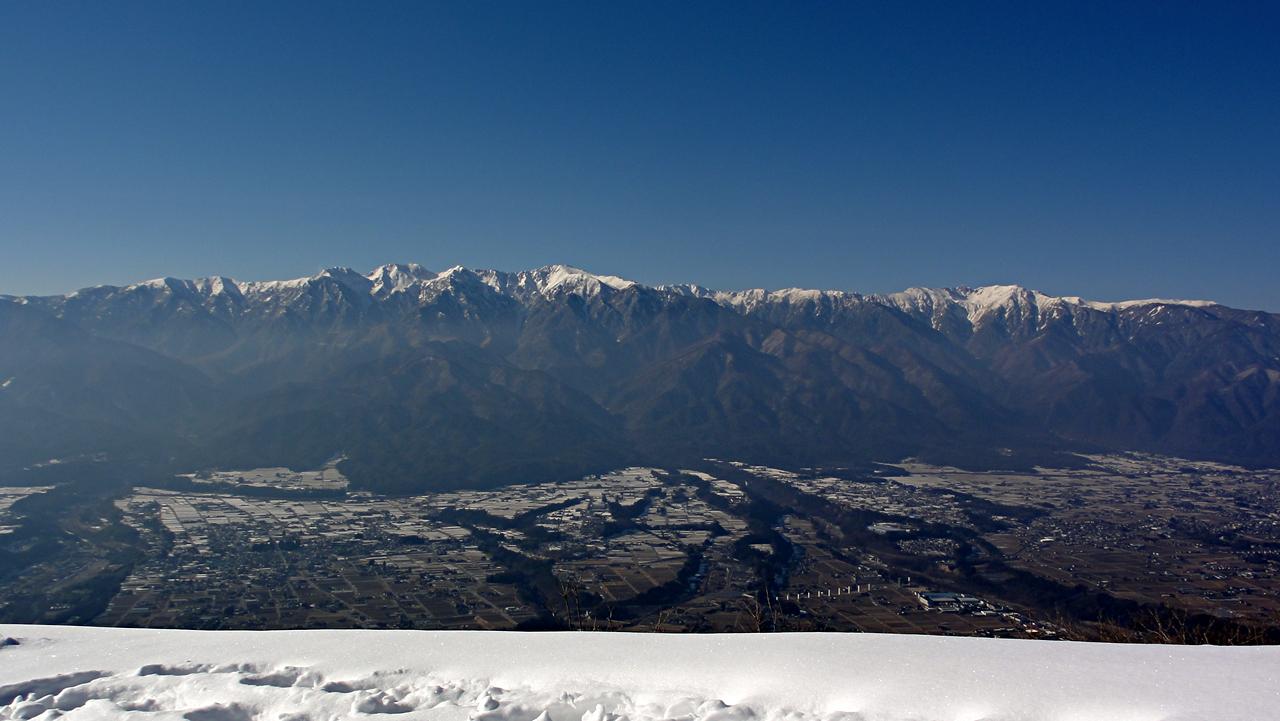 冬の中央アルプスと伊那谷