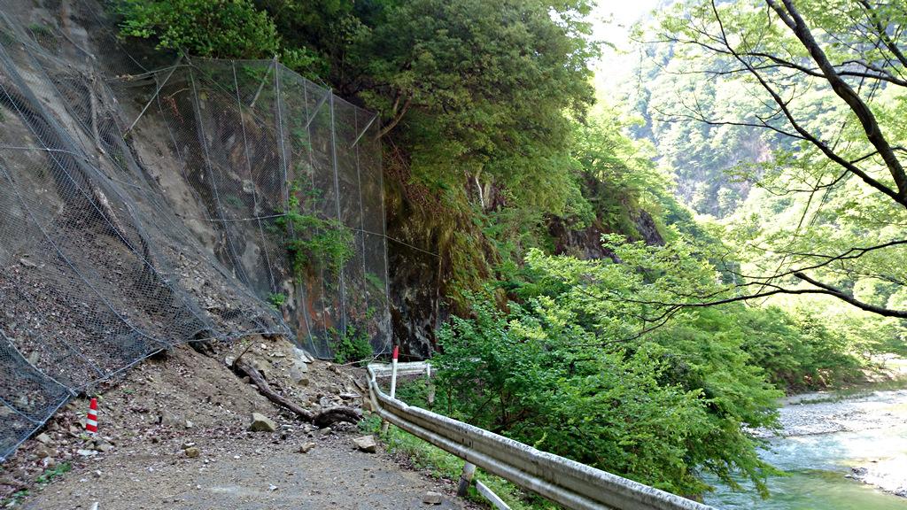 長野県道430号線法面崩落現場