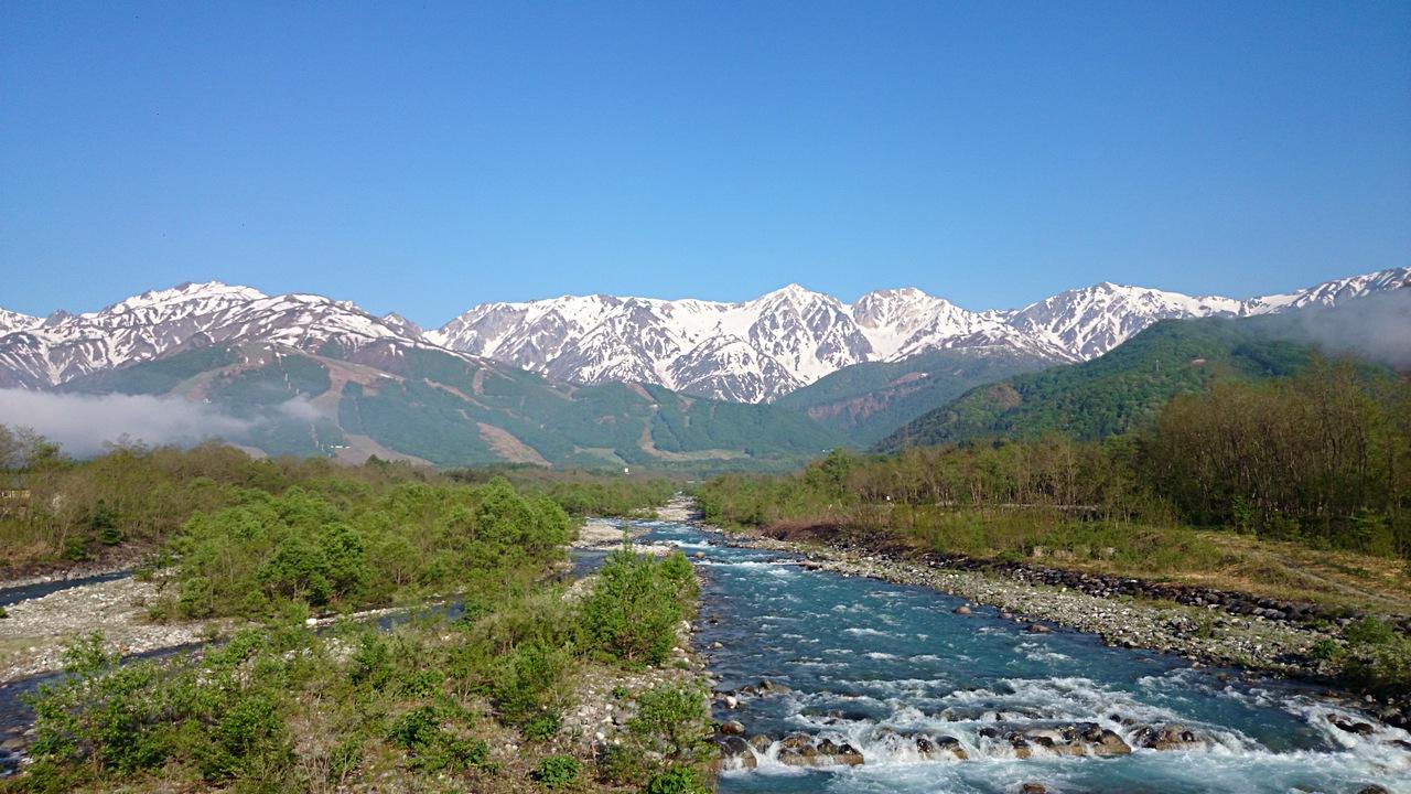 白馬村松川橋から白馬三山を眺む