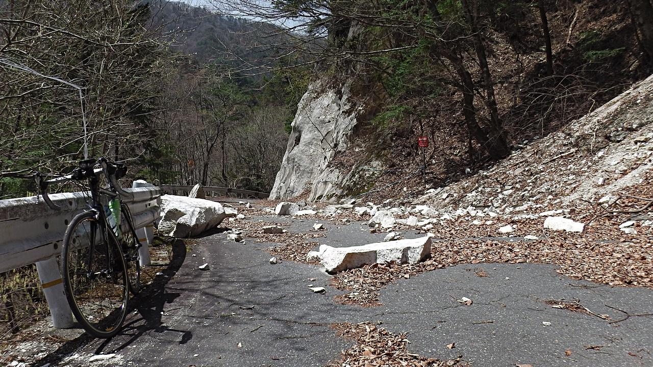 赤石峠の落石