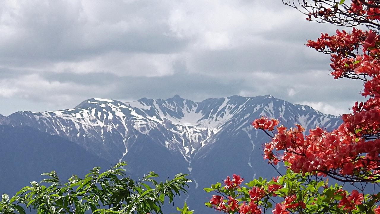 木曽駒ヶ岳と山ツツジ